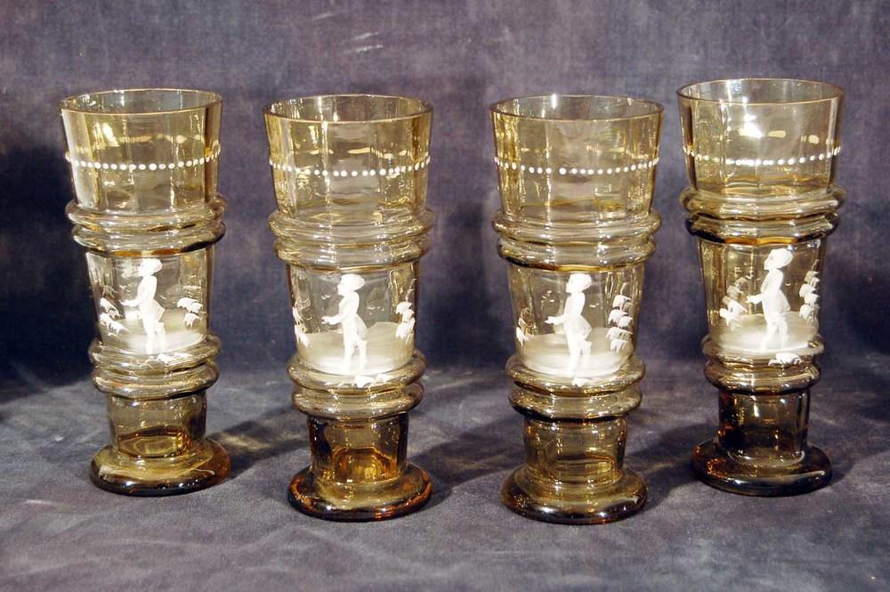 """4 sog. """"Schneemandl""""-Gläser; Braunglas weiß stoffiert, Höhe ca. 16cm"""