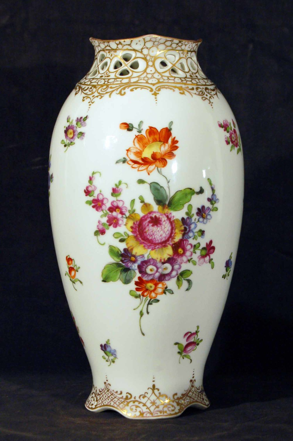 Porzellanvase bemalt, Blumendekor, Höhe ca. 25cm