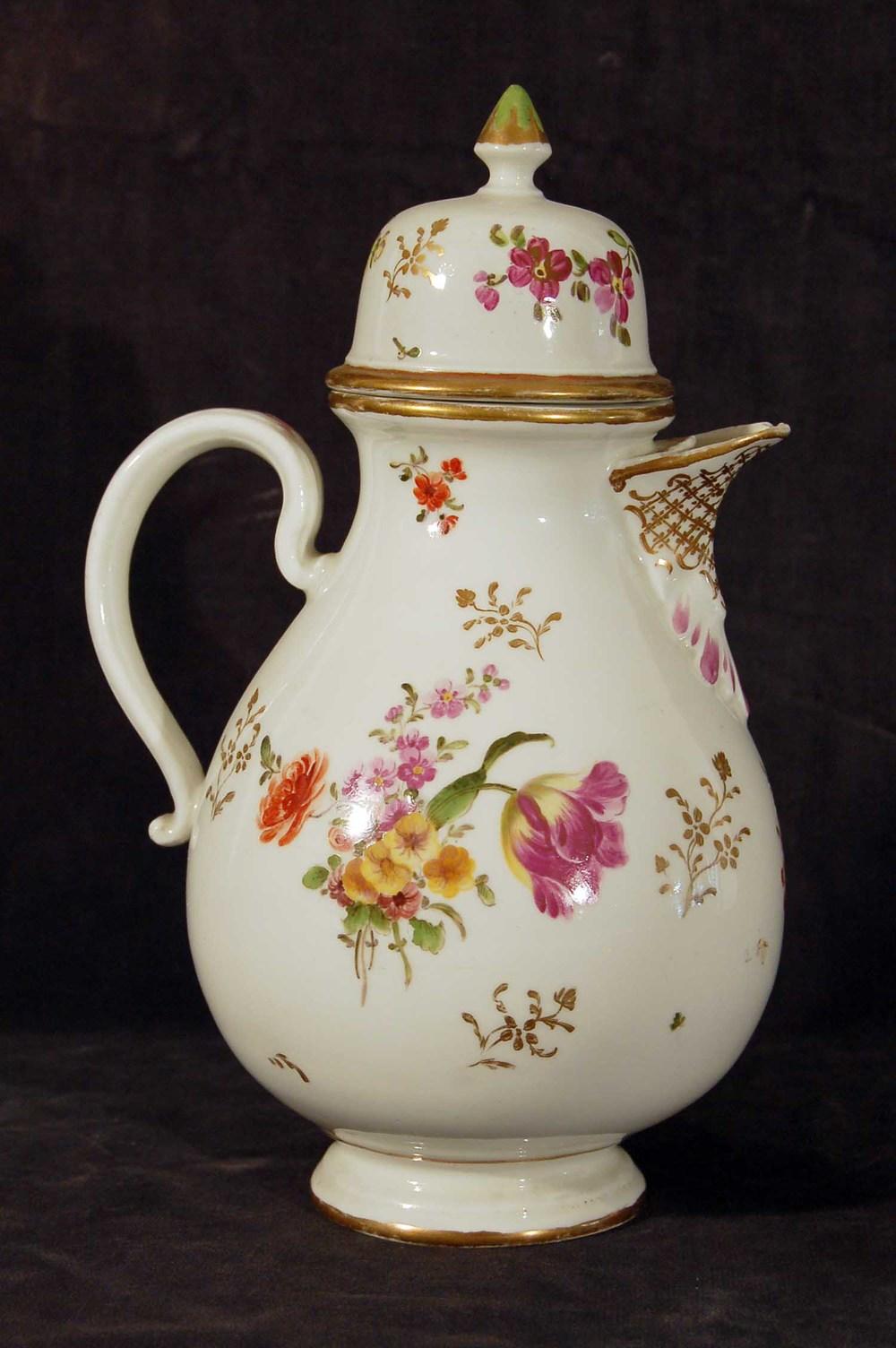 Porzellan Kaffekanne, Blumenmotive, Bindenschildmarke, Wien 18. Jh, Höhe 27cm