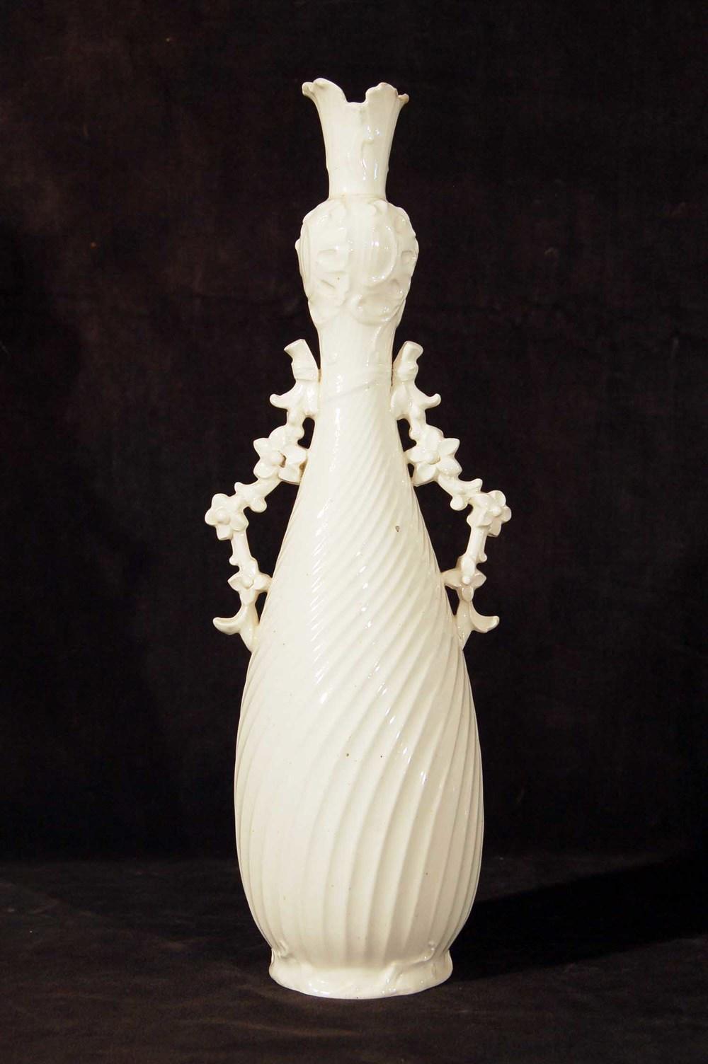 Vase Keramik, weiß glasiert; H: 33cm