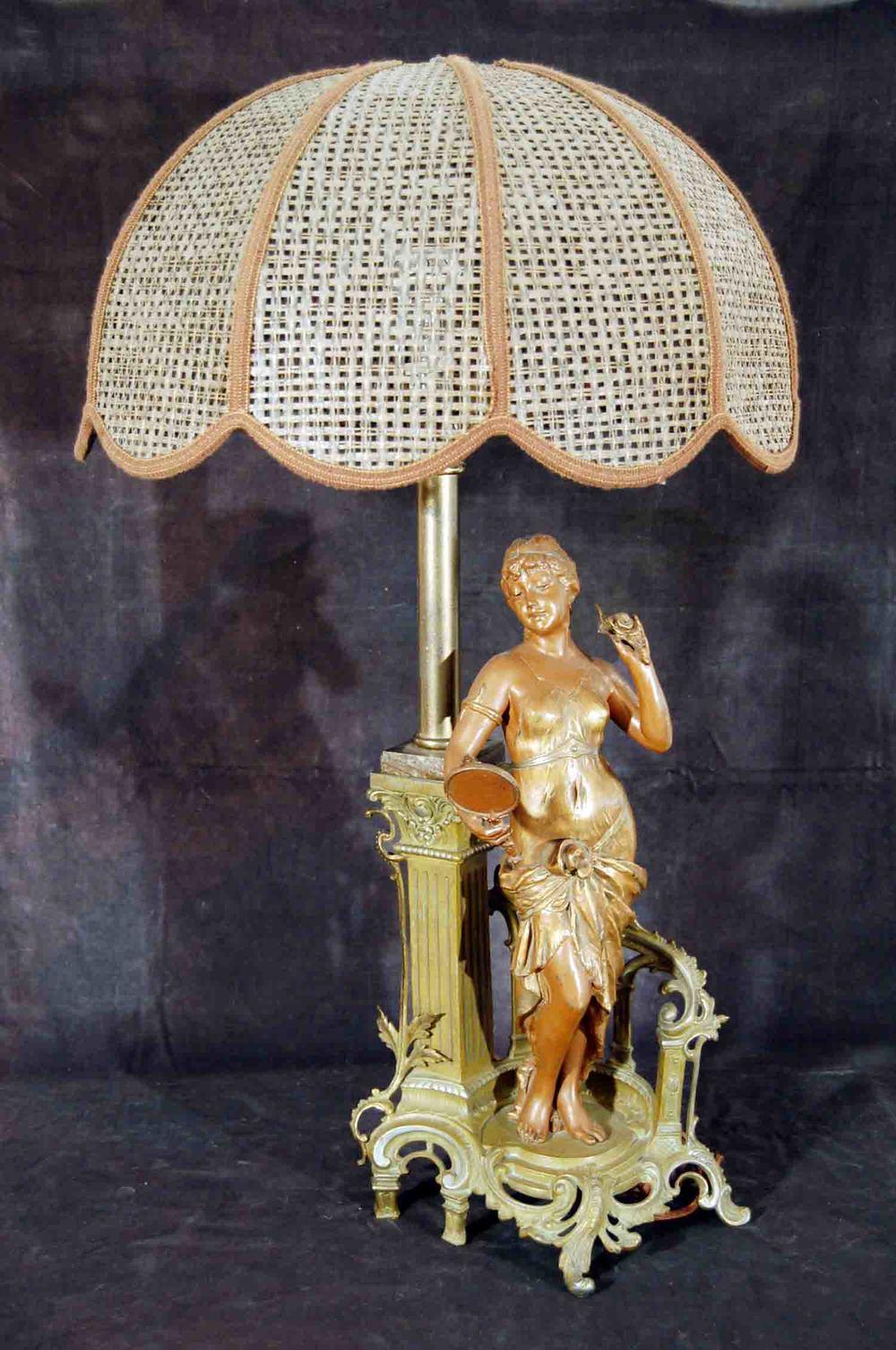 Figurenlampe, Wien um 1890, Metallguss zweifarbig bronciert, Höhe 85cm