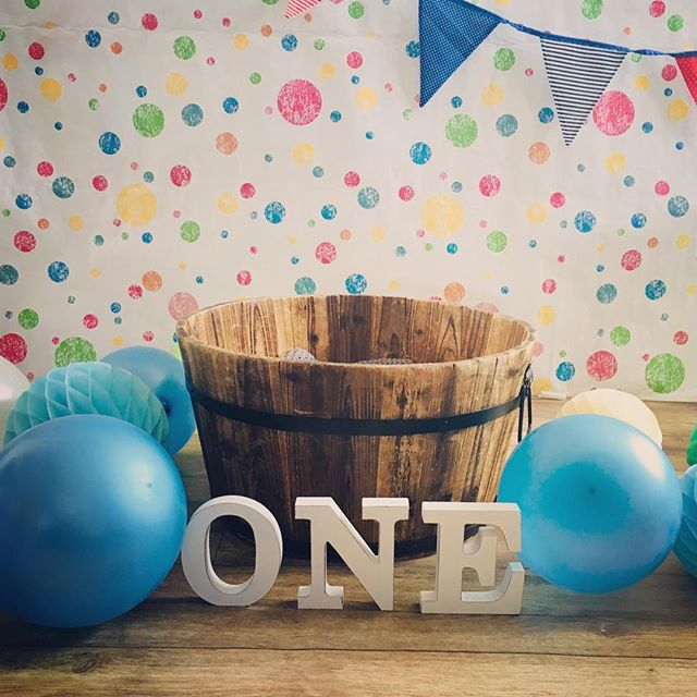 All ready for a cake smash. It's going to be a messy one :) #1stbirthday #familyphotography #birthdayboy🎉 #cacksmash #pictura.photography #derbyshirephotographer #messybaby #messycake #chesterfieldphotography