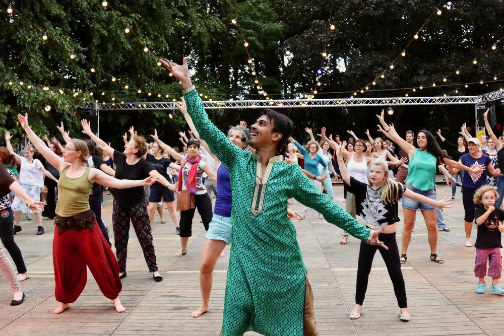 Swapnil Dagliya - Dansen in het Park