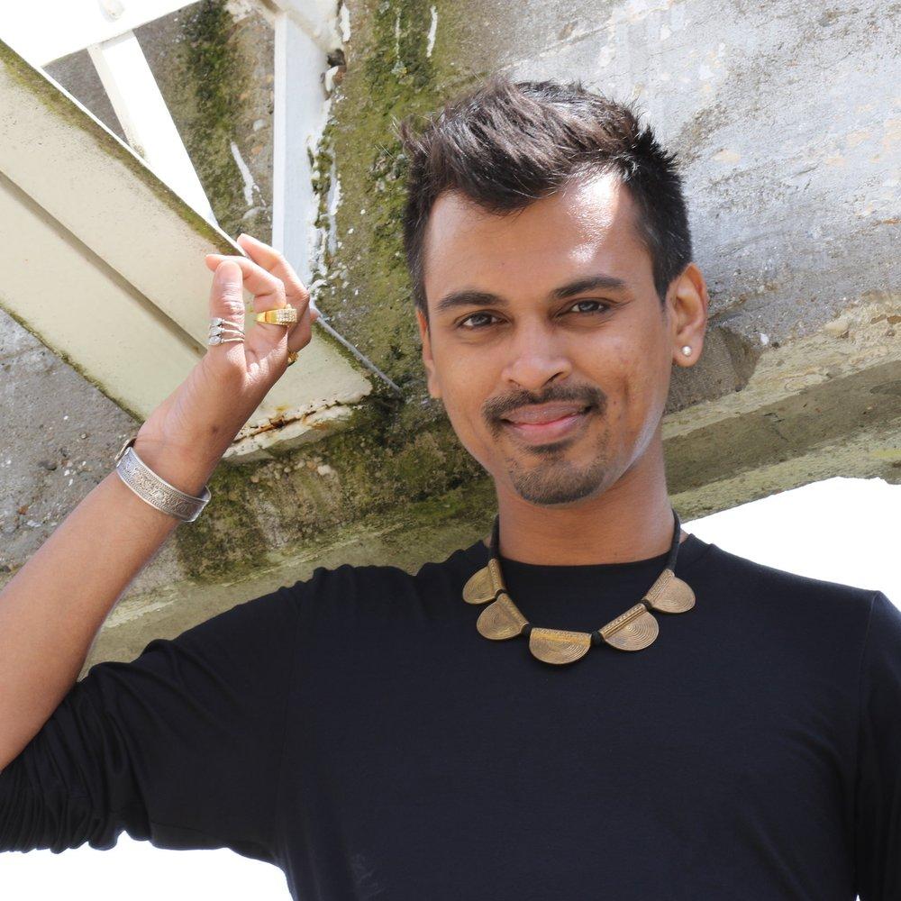Swapnil Dagliya - Swapnil komt uit India, geboren en getogen in Pune, niet ver van Mumbai, dé Bollywoodstad van India. Sinds zijn geboorte ademt hij de muziek en dans van de bollywoodwereld….