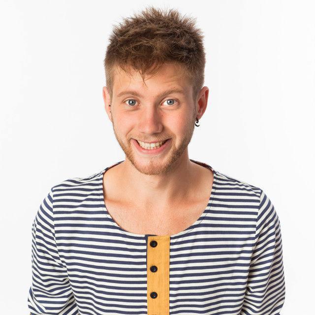 Lennert Boussery - Lennert is de zoon van Wim Boussery (salsaleraar en oprichter van Shoonya Dance Centre). Als kind lepelde hij, samen met de pap, ook de salsa op…