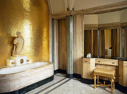 virginia-courtaulds-bathroom.jpeg
