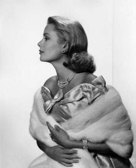 GRACE-KELLY-1956-by-YOUSUF-KARSH-BHC1125.jpg
