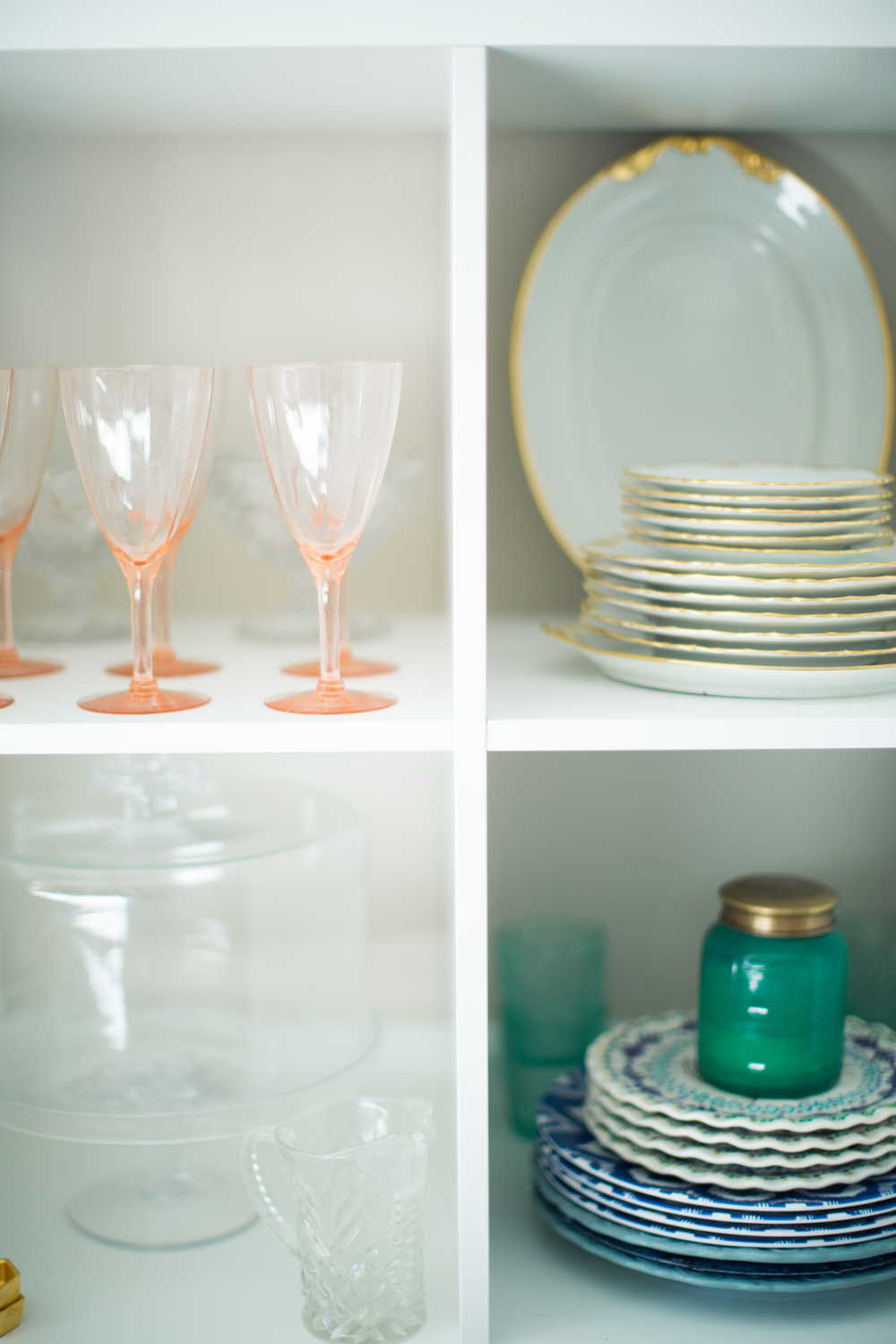 Dining room inspiration | Southern home style | Shelf styling | The School of Styling - http://www.theschoolofstyling.com