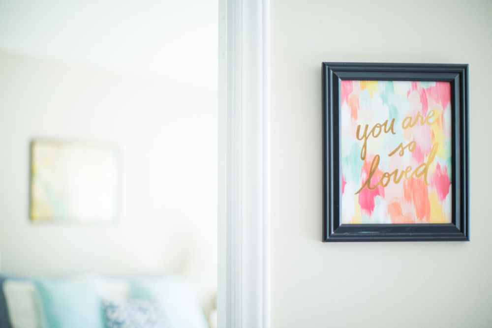 Wall decor | Watercolor print | Southern home tour | The School of Styling - theschoolofstyling.com