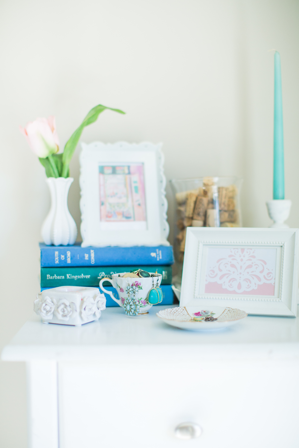 Nightstand inspiration | Blue and white home decor | Southern home tour | The School of Styling - theschoolofstyling.com