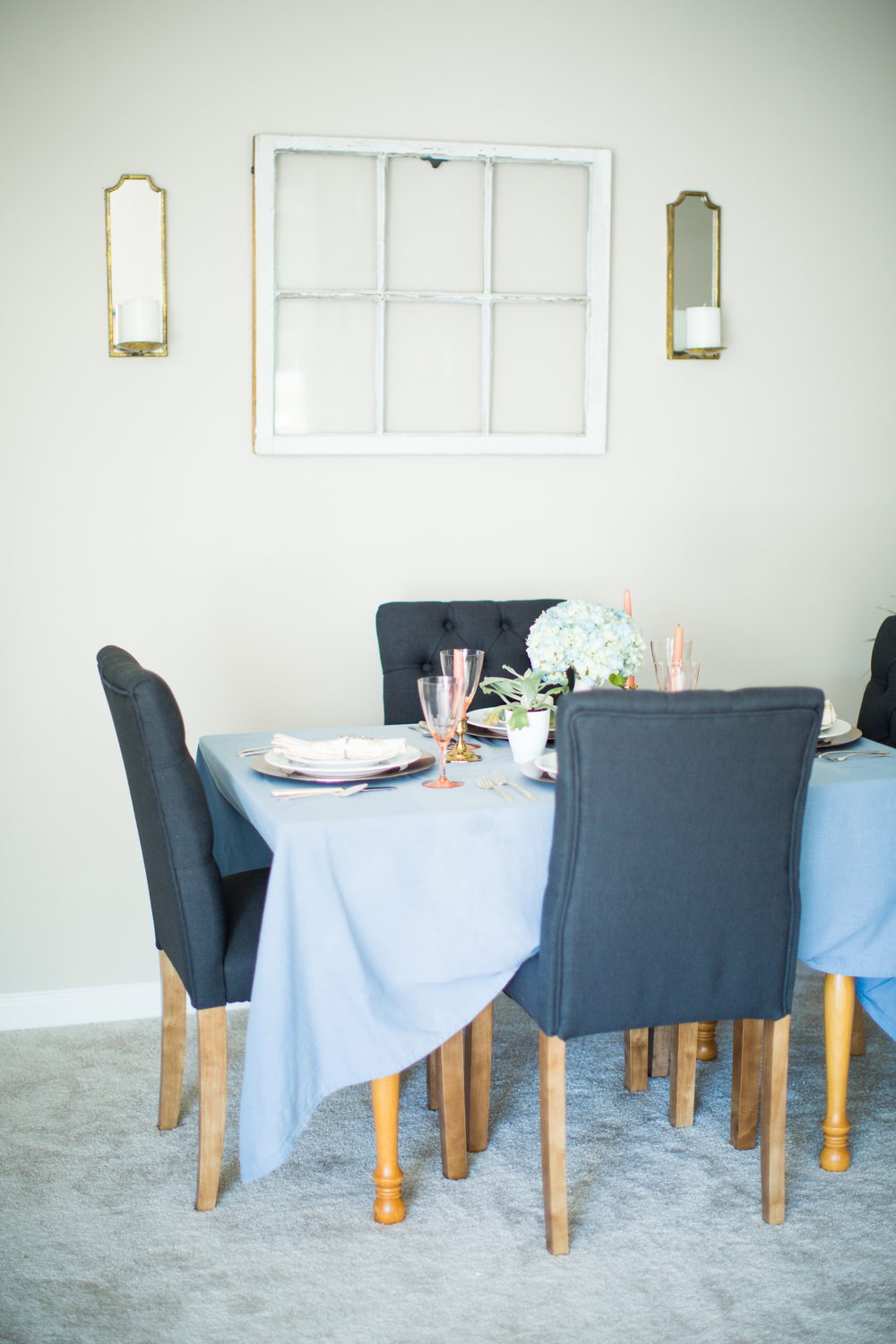 Dining room inspiration | Blue and white home decor | Southern home tour | The School of Styling - theschoolofstyling.com