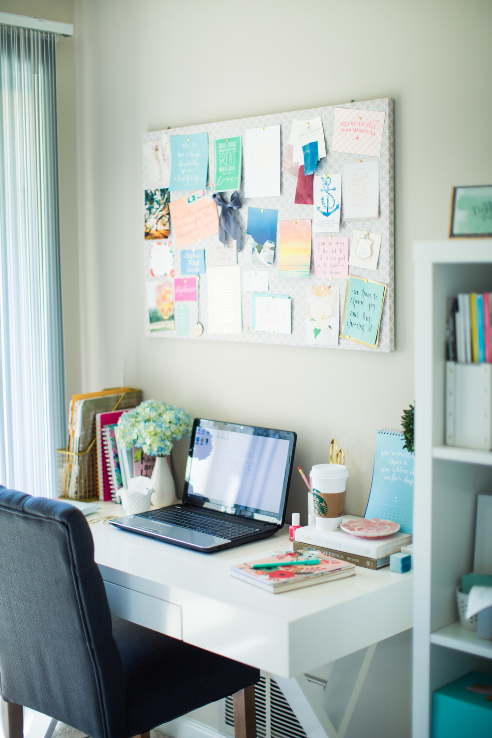 Home office inspiration | Colorful work space | Souther home tour | The School of Styling - theschoolofstyling.com