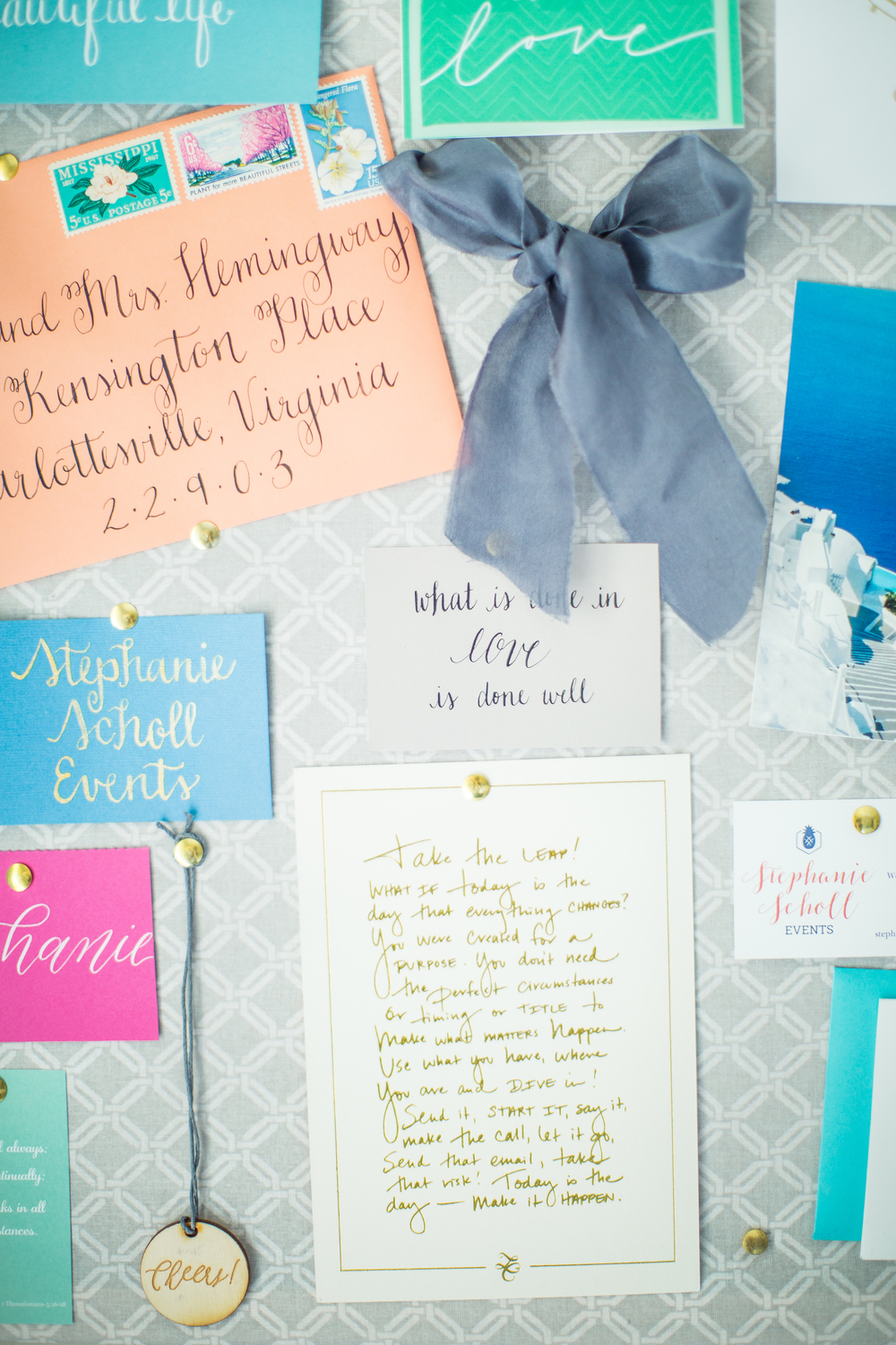 Calligraphy inspiration | Bulletin board inspiration | Creative offices | The School of Styling - theschoolofstyling.com