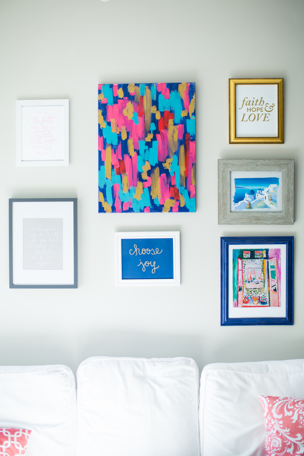 Wall gallery inspiration | Wall art work | Watercolor prints | Southern home tour | The School of Styling - theschoolofstyling.com