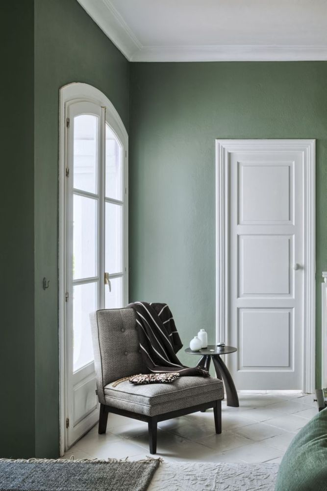 Accent wall inspiration | Green wall paint | Love seat styling | The School of Styling - http://www.theschoolofstyling.com.