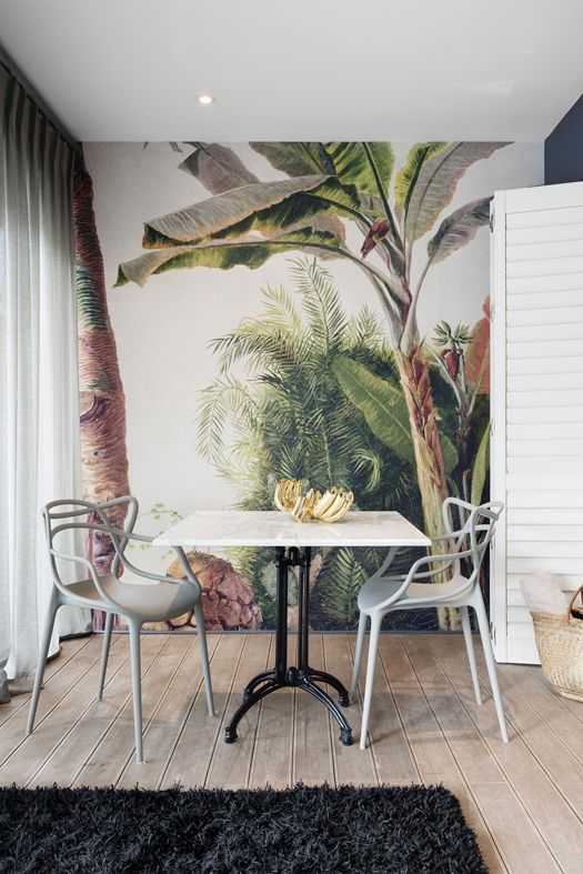 Wallpaper inspiration | Dining room inspiration | Tropical interior design | The School of Styling - http://www.theschoolofstyling.com