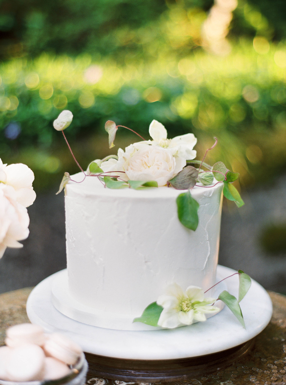 Floral cake-outdoor reception-rustic inspiration-simple wedding-white flowers-wedding greenery-wedding cake-