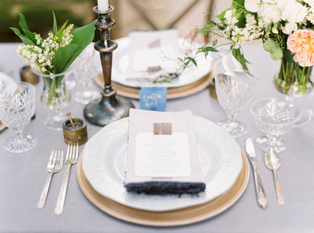 Place setting-placecard inspiration-wedding reception-outdoor reception-table setting-flatware-floral-neutral palette-