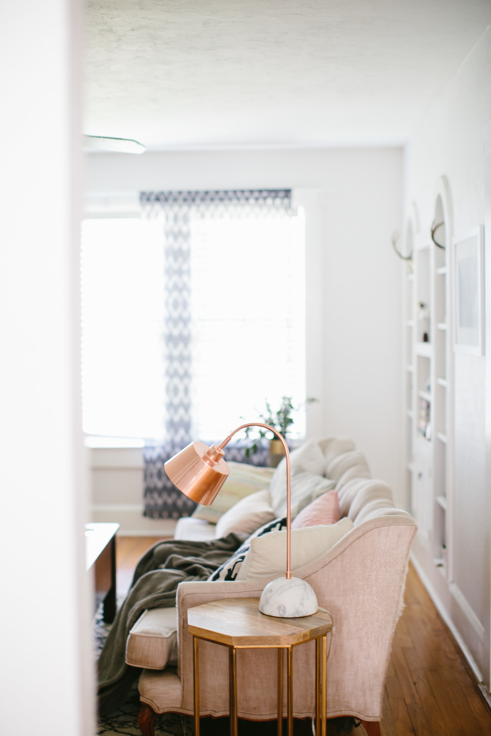 Living room inspiration | Florida bungalow styling | Home decor | Shannon Kirsten Home Tour | http://www.theschoolofstyling.com