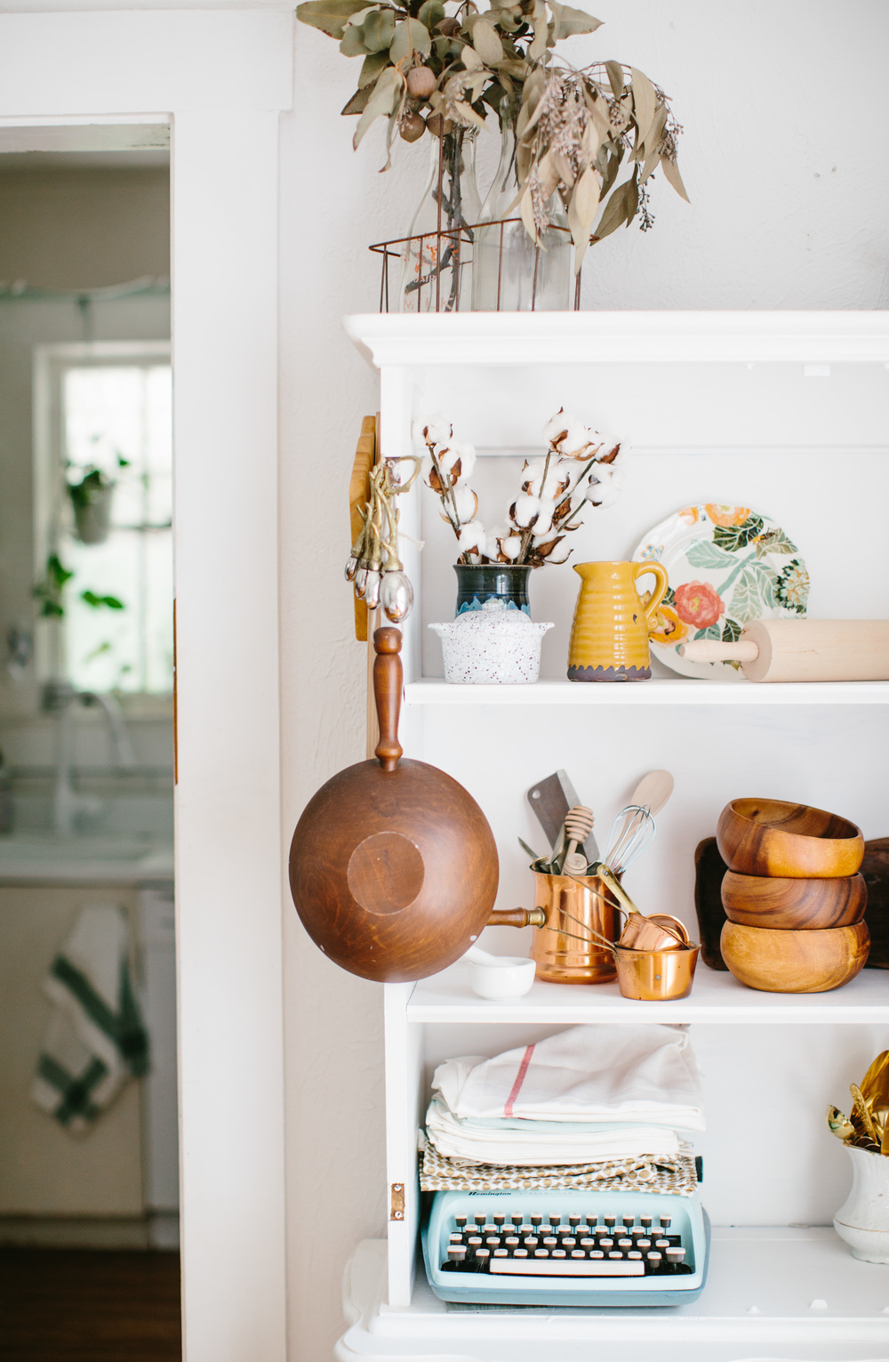 Kitchen inspiration | Open shelving | Beach home inspiration | Shannon Kirsten Home Tour | The School of Styling - http://www.theschoolofstyling.com