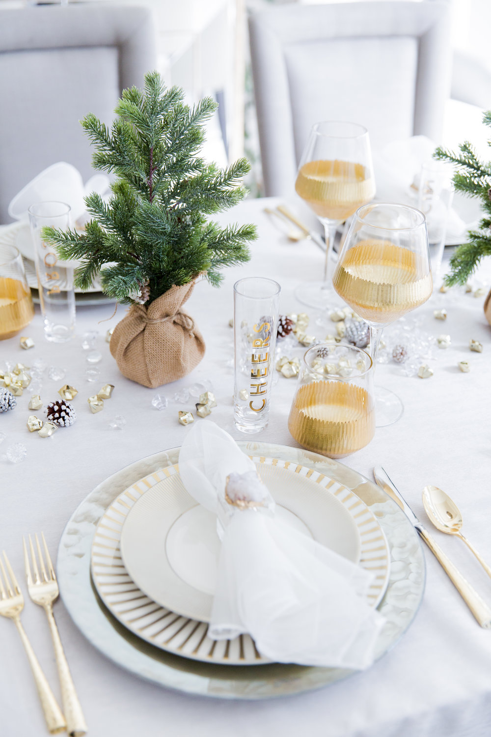 Home for the Holidays with The Fashionable Hostess in Nashville, TN | Tabletop styling | Holiday drink inspiration | The School of Styling www.theschoolofstyling.com