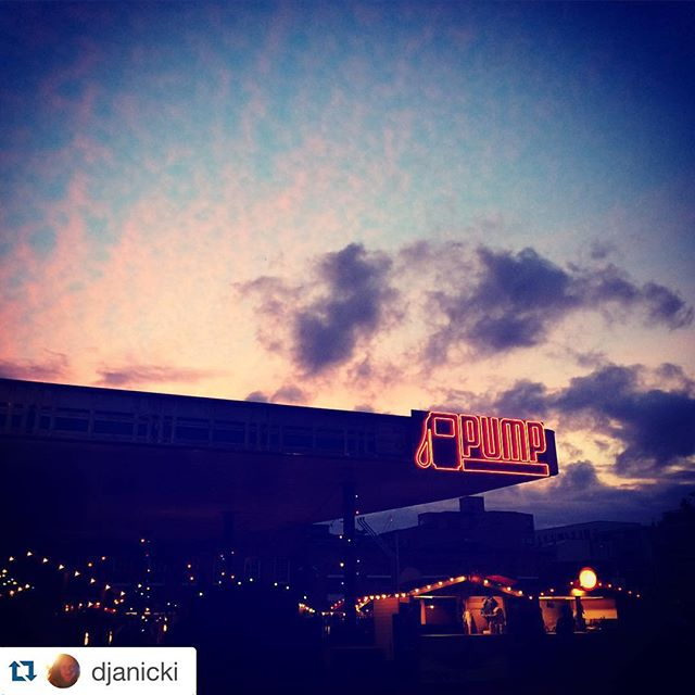 Saturday night hotdog Mecca. #Repost @djanicki #eastMeatsWest #shoreditch #saturdayNight #sausageClub #sausageClub #eatEast #gourmet #popup #market #hungry ・・・ Sunset from the east #shoreditch #eastlondon #sunset #pump