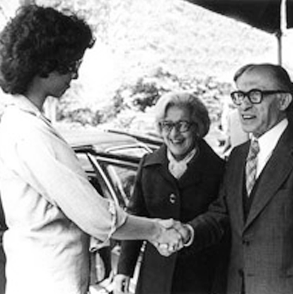Prime Minister Menachem Begin and Aliza Begin with Rozanne in front of Gracie Mansion.