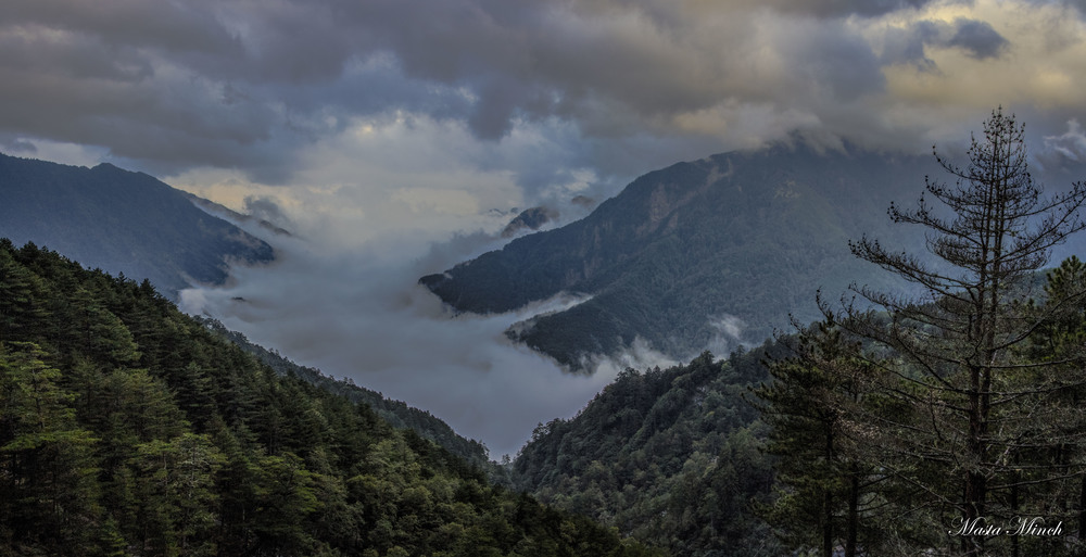 A pano sea of clouds in the mountain valleys of Taiwan during my scooter trip