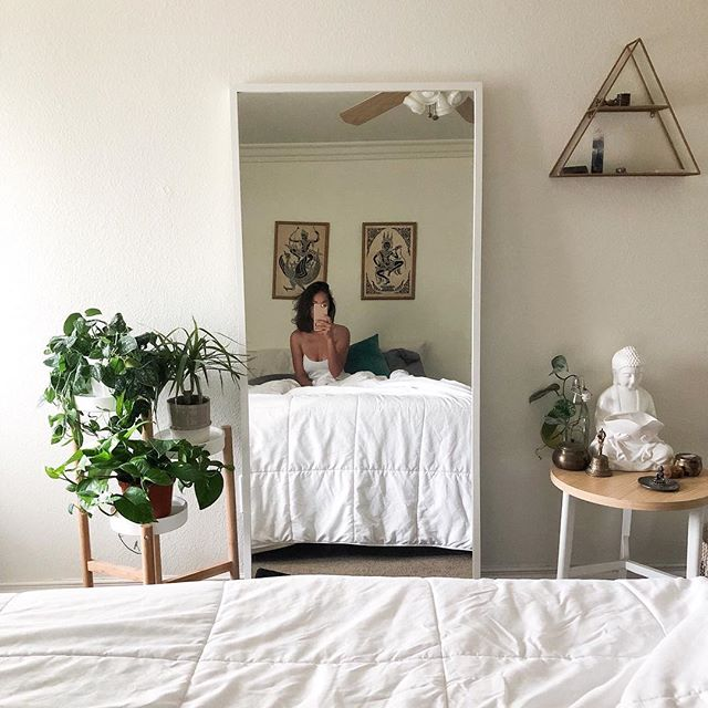 Is it normal to have dreams all night of playing in jungles talking to the plants? Asking for a friend😬🌿 ⠀ ⠀ I shouldn't be surprised that this happened but I totally am & will take it as a sign that I'm officially and forever a plant person 😂⠀ ⠀ Here are some of my favorite plants for the bedroom for this weeks #planttips : ⠀ ⠀ •Pothos - absorbs formaldehyde 🍃⠀ ⠀ •Spider Plant - fights pollutants like benzene, carbon monoxide, and xylene🌿⠀ ⠀ •Snake Plant - on NASA's list of the top 10 air-purifying plants! Plus, one of few houseplants that convert CO2 into 02 at night (most houseplants only do during the day) 🌱⠀ ⠀ ⠀ ⠀ .⠀ .⠀ .⠀ .⠀ .⠀ #plantlady #plantlover #plantmama #urbanjungle #jungalowstyle #minimaliststyle #bohostyle #minimalistbedroom #healthyliving #healthylifestyle #healthandwellness #planttips #houseplants
