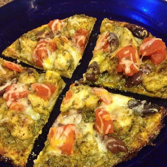 Pesto pizza with a cauliflower crust!