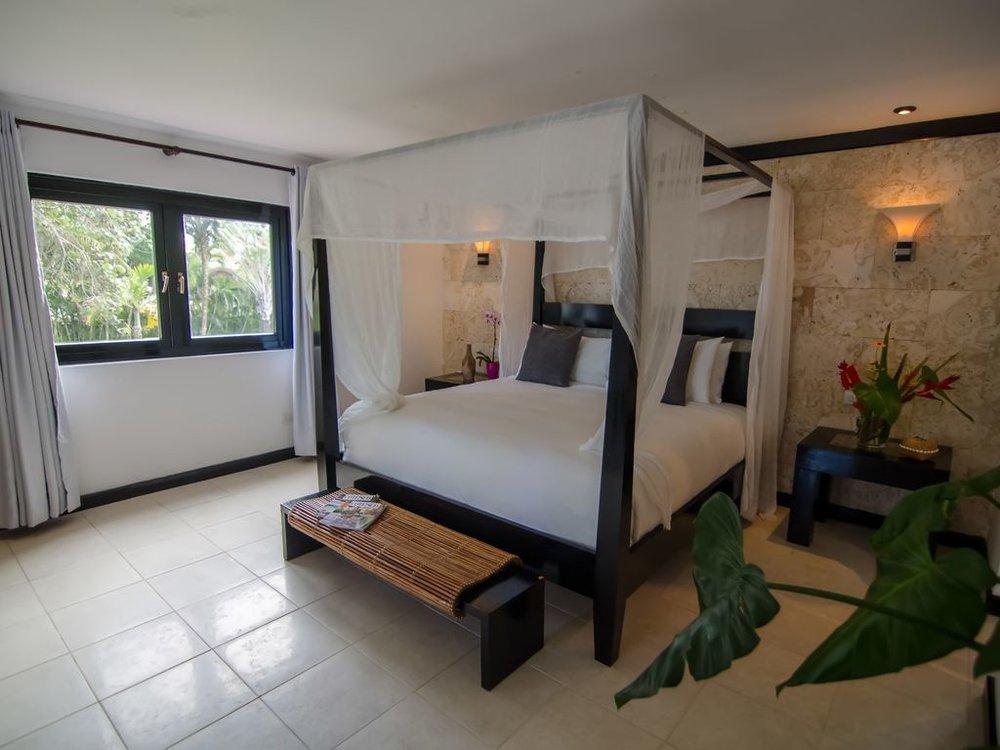 king suite bed.jpg