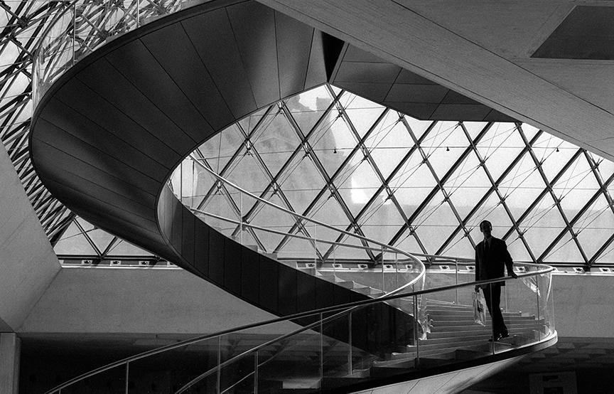 Louvre_stairway_Paris.jpg