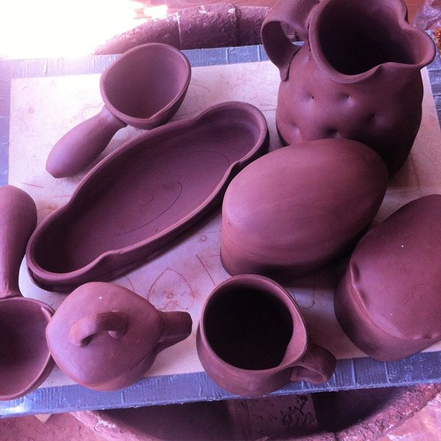 Had a fun workshop on throwing and altering pots, and adding handbuilt pieces with the ladies at the PPC. Bonus - now I have some weird blanks to decorate ;) Double bonus: getting my hands back in clay again after a bit of a dry spell