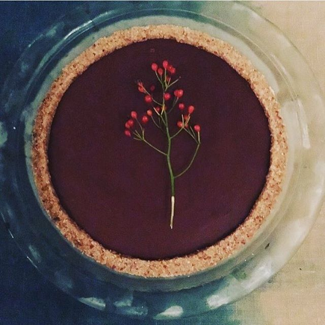 Rose Chocolate Fudge Pie. Made this delight with @sagelove over tea. Perfect combination ✨💓✨ with a coconut cookie crust, Kiss of Venus chocolate & adaptogenic herbs like astragalus from @sunpotion !!!     #heartmedicine #cacao #chocolatepie #love #feelit #dessertmedicine #teaandchocolate #beauty #fudge #rawpie