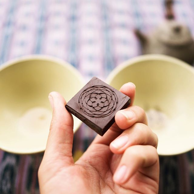 Tea time, morning ritual // meditation. Paired with chocolate for heightened awareness of heart opening. The chemical compounds in cacao open up the blood vessels and help to drive the medicine into the body. #chocolateismedicine #chocolateyoucanfeel #dessertmedicine #cacao #kissofvenus #chocolate #rose #tea #morningritual