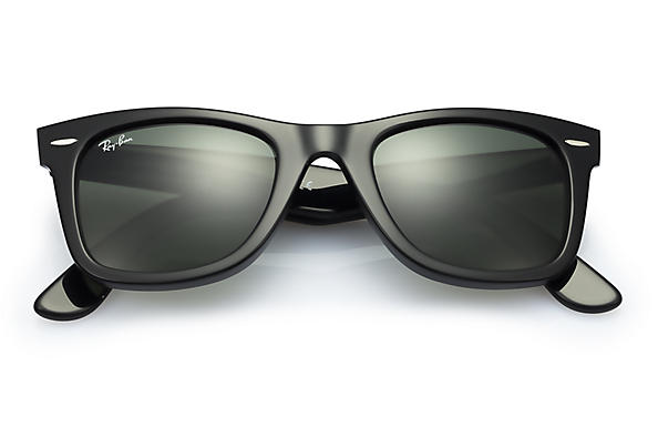 Laura: Wayfarer Ray-bans