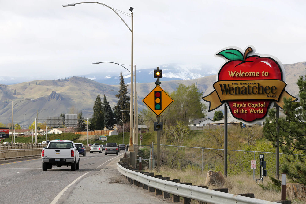 A sign welcomes visitors to Wenatchee, WA.