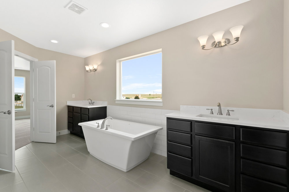 022-Upper-Master-Bath-7199-E-163rd-Ave-Large.jpg