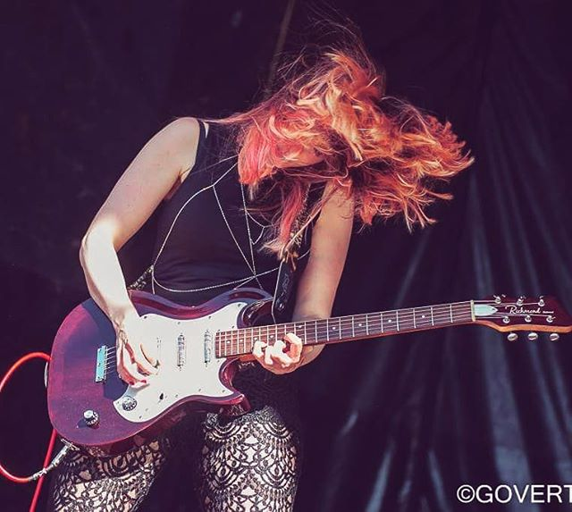 Metal Monday 📷@govertkreukphotography #glam #hair #metal #monday #metalmonday #lace #lacepants #band #guitar #richmondguitars #belmont #redcable #myhairusedtobered #washedout #pink #photography #festival