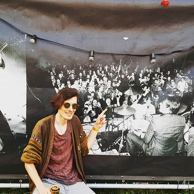 Look who we found at @schippopofficial !! It's the nine years younger WP at the Triggerfinger Schippop show back in 2009. Isn't he cute?! Major thanks to the organisation and everyone who came to see us, we had a blast!! #schippop #schipluiden #standup69band #standup69 #festival #blast #blastfromthepast #2009 #triggerfinger #whenwewereyoung #youngster #teenager #cute #notaboynotyetaman #aah  #wphasntagedabit #vampire #foreveryoung #youngatheart #ouwelul
