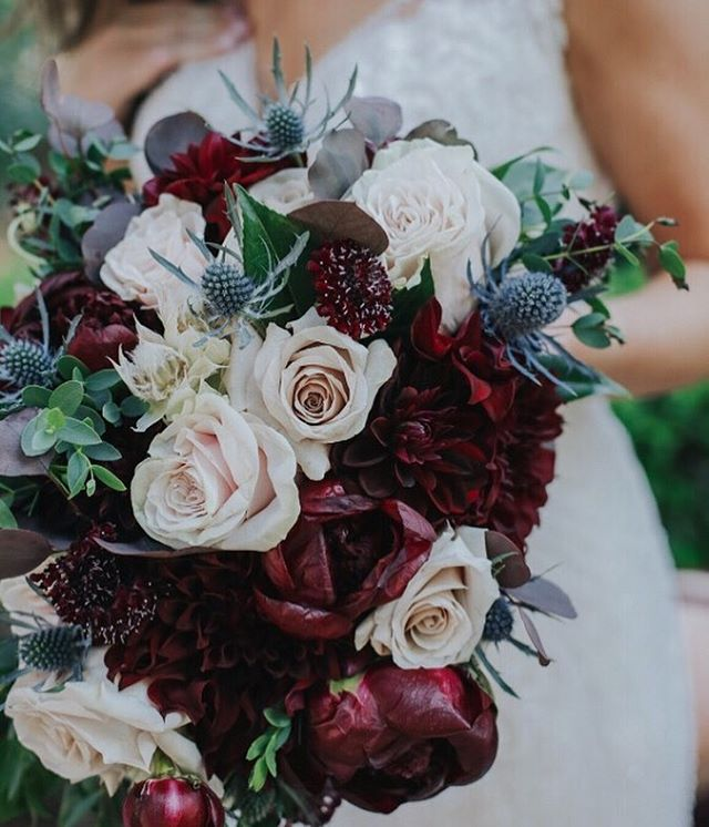 | FALL | • Obsessing over this deep in color bridal bouquet! It's making ready for fall 🥀😍