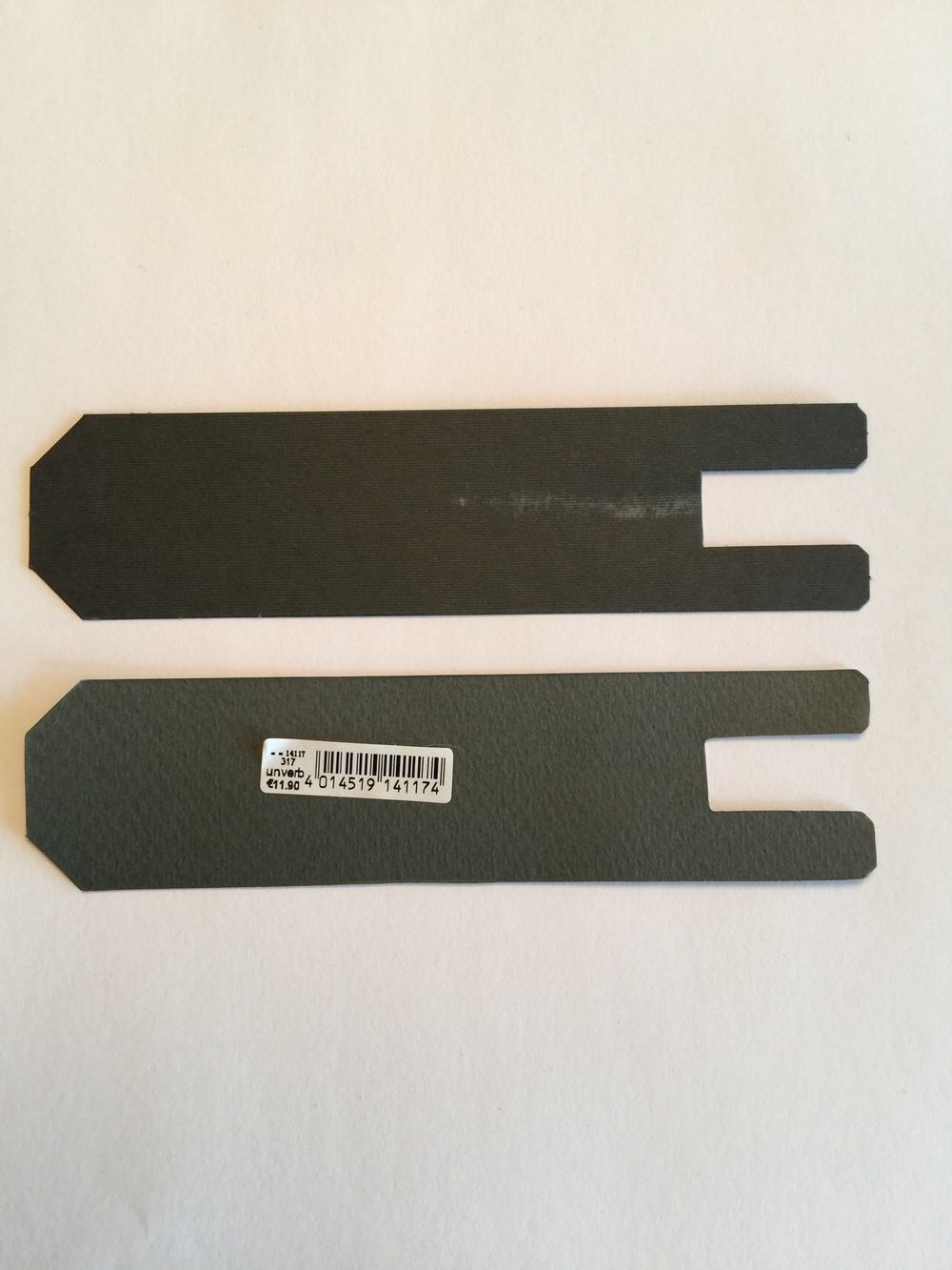 "Inserts for the Safaris - Bottom is the counterfeit; notice the fairly convincing German barcode sticker. ""Unverb"" translates to ""Recommended retail."""