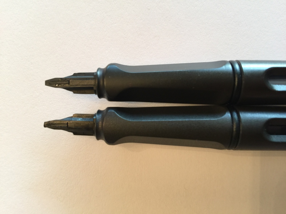 Top: Counterfeit feed; Bottom: Legit feed.  The counterfeit feed has a thinner girth and an overall different design - hence the issues I had getting the legit nib to fit it.