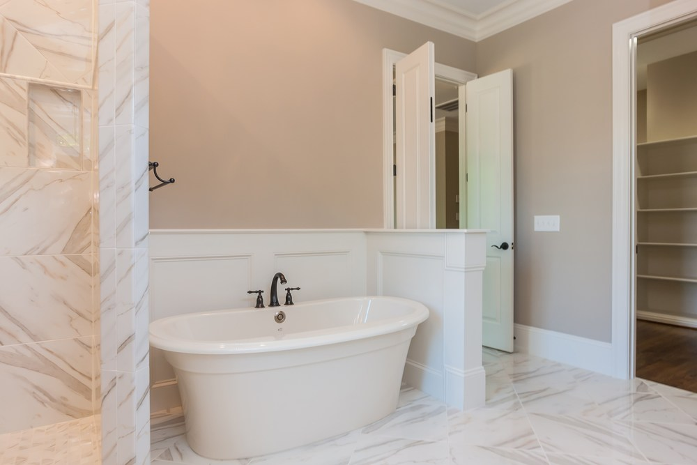028_Master Bathroom (2).jpg