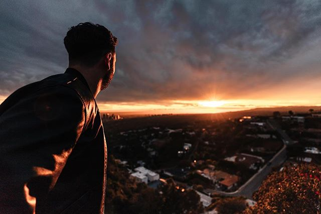 I completely understand why so many songs reference the hollywood hills. Such an amazing spot to watch the sunset. With badass people @jessecatalano @luisalion @adamhorwitz @konstbeck. Huge shoutout to @konstbeck it is actually crazy how talented this guy is with the 📸 photography, videography and editing. 📸I can't wait to show you the rest of the content that has come from this trip. 💯 #ad #photography #hollywoodhills #sunset #photographer #photooftheday #influencermarketing