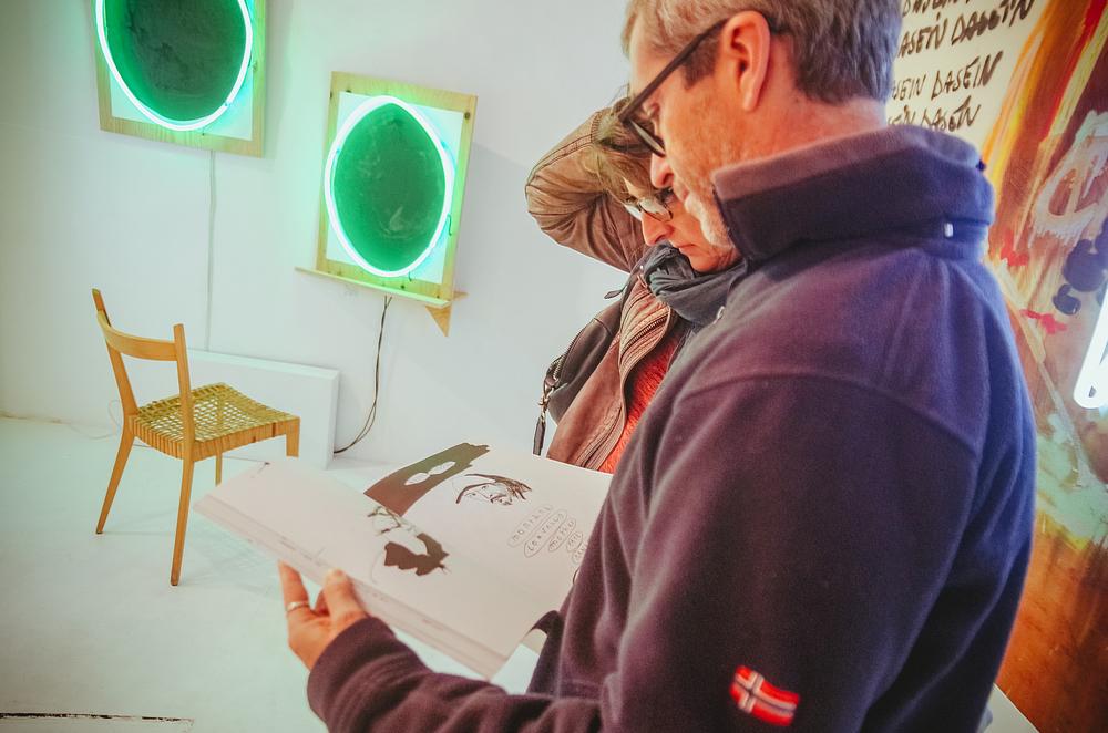 Visiteurs Galerie Marie Robin ©Rubens Ben.jpg