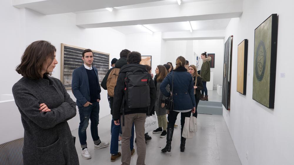 Visiteur à la galerie Placido@Ghizlène Lachachi.jpg.jpg