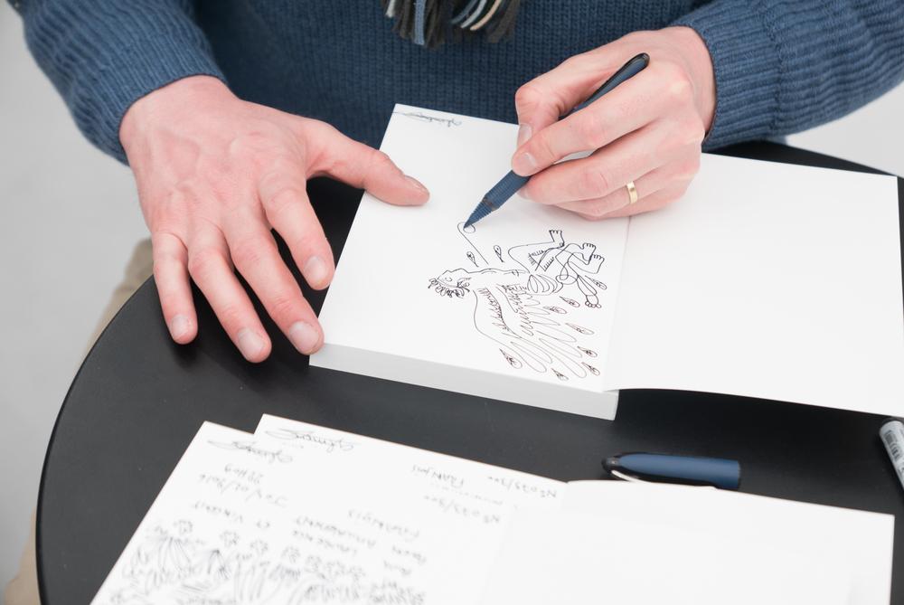 Dédicace dessinée du livre de François Glineur à la galerie Gilbert Dufois, @Ghizlène Lachach.jpg