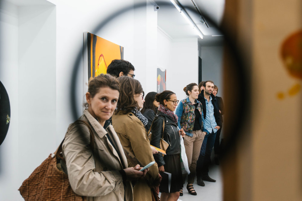 Visiteurs à la galerie Gilbert Dufois ©gaelle matata.jpg