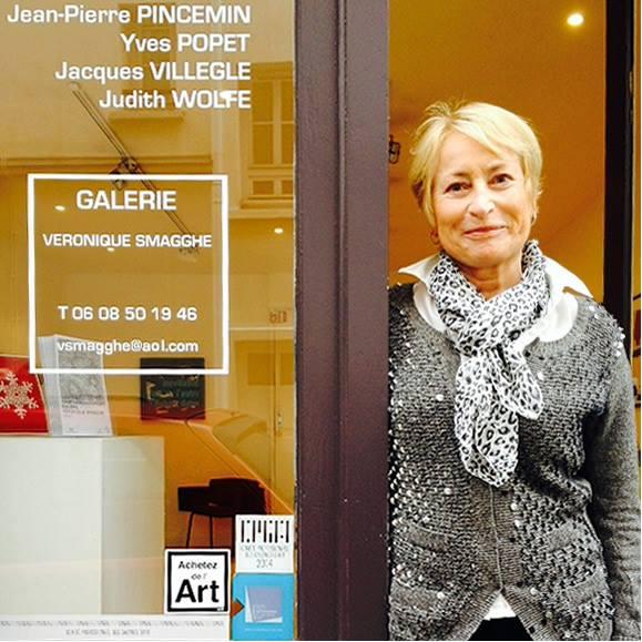 Galerie Veronique Smagghe - Fondée fin 1990, la galerie Véronique Smagghe se trouve au cœur du Marais, quartier très vivant de l'art contemporain. Elle présente des artistes auxquels elle a donné l'occasion et la chance d'une première exposition personnelle à Paris.La galerie a également pour principal objectif de soutenir les artistes vivant en France n'ayant pas encore la reconnaissance qu'ils méritent.Véronique Smagghe, passionnée, peut vous en parler à l'infini …10 rue de Saintonge - 75003 Parisgalerieveroniquesmagghe.blogspot.com